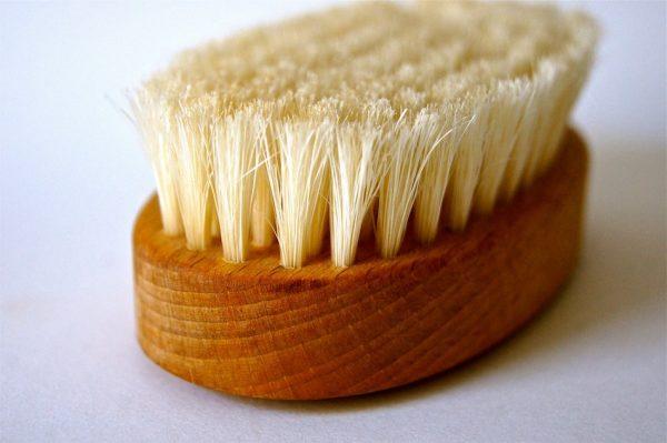 dry brush wooden handle