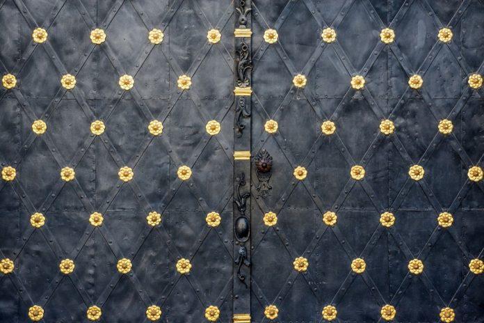 metal door - metal in traditional chinese medicine