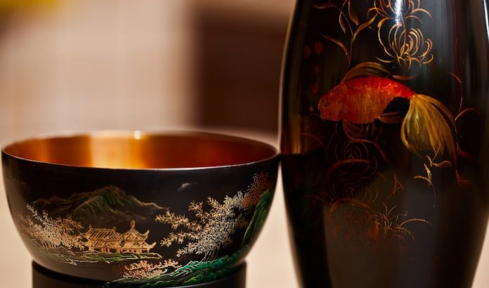 chinese bowl and bottle with picture of fish