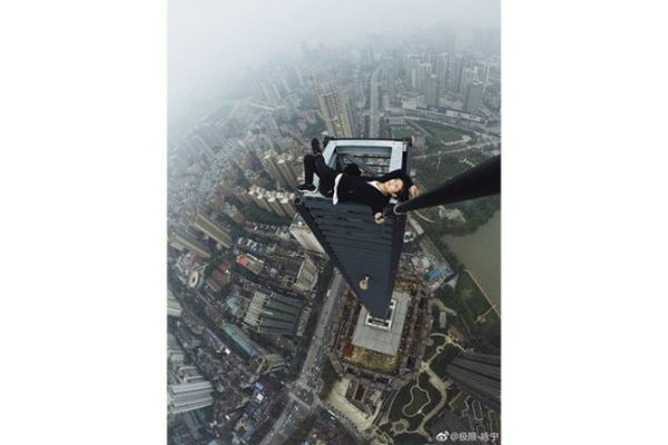 chinese man lays on skyscraper up incredibly high with no harness
