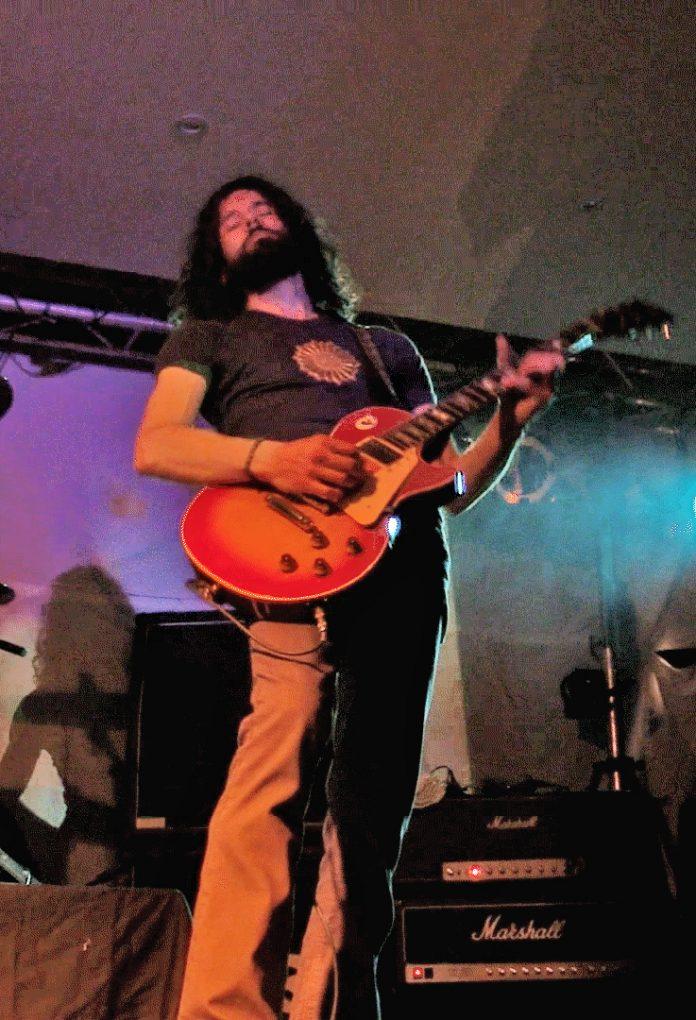Led_Zeppelin_tribute_band_Matthew_Cairns