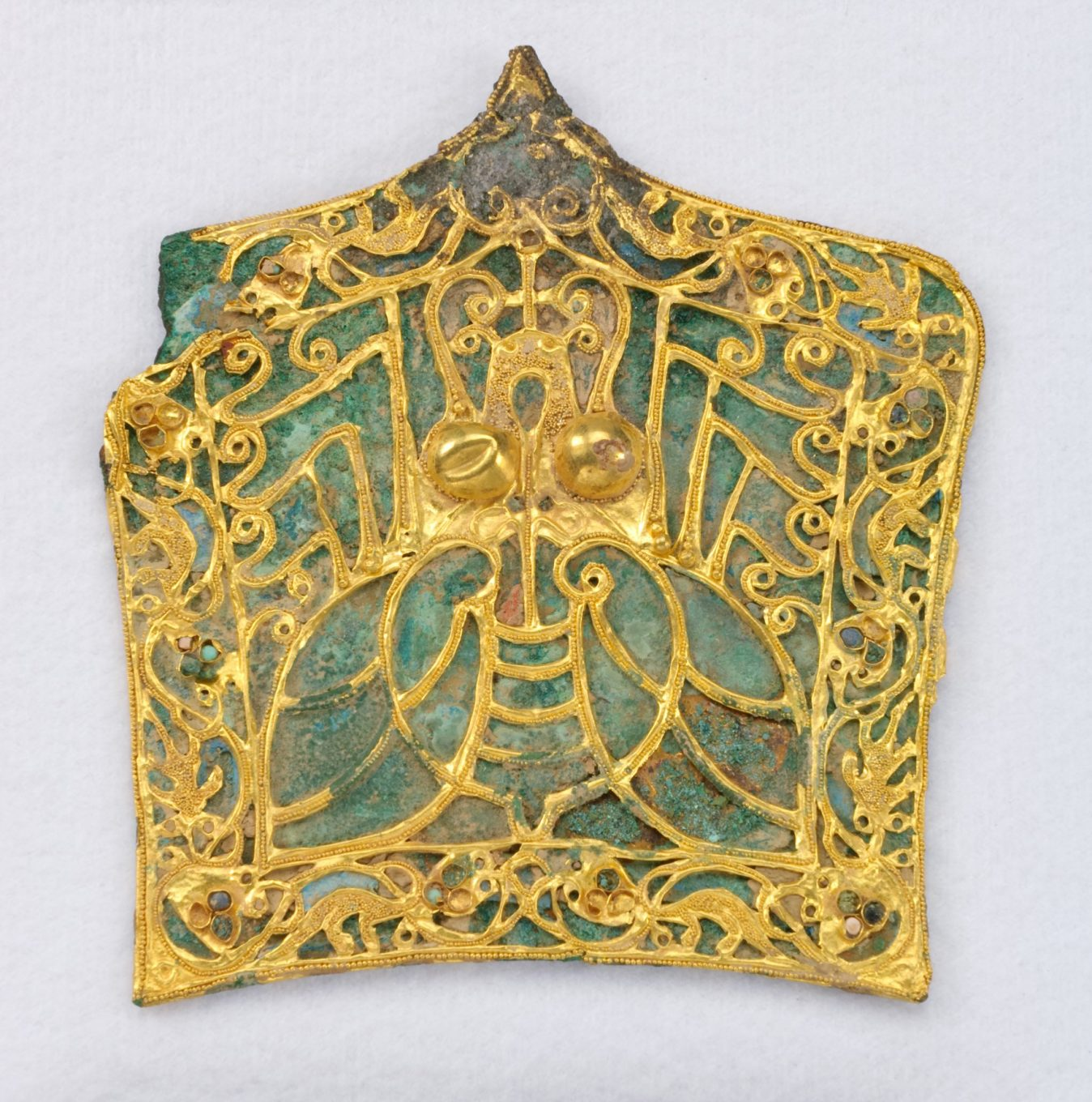 The headgear of rulers and nobles depicted cicadas in Chinese culture.