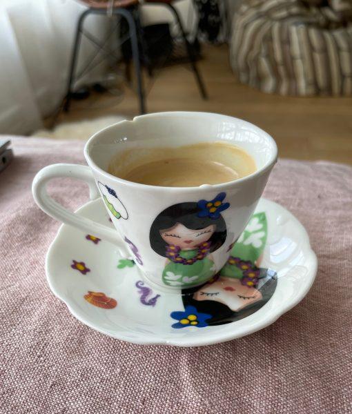 Coffee cup portraying an Hawaiian girl