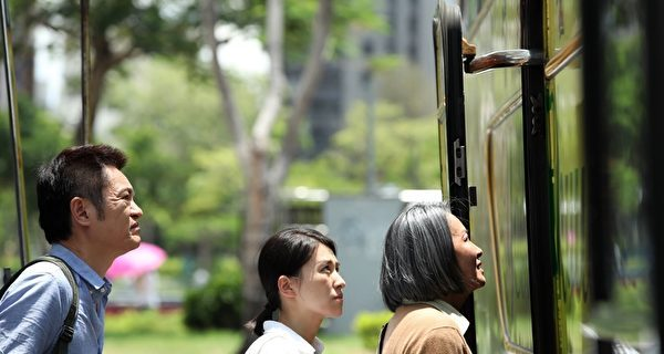 """A scene of the family boarding a bus in Taiwan from the film, """"A Family Tour""""."""