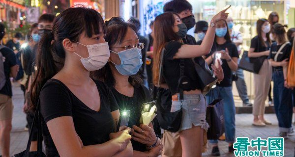 Illuminate the world - The people of Hong Kong are not cowering like frightened sheep in a lonely corner. Mobile phone lights and candles are used to mourn June 4th.