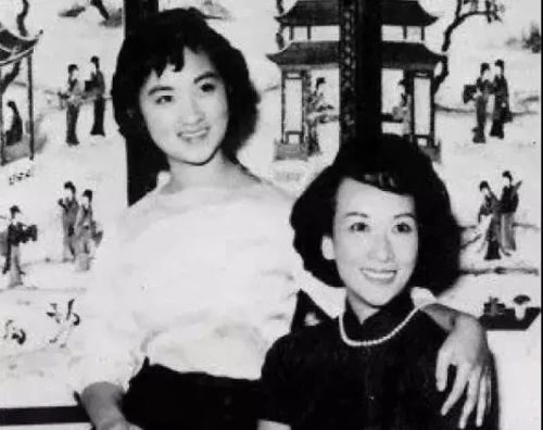 Zheng Nian (right) and her beloved daughter.