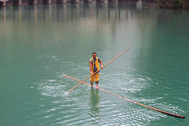Duzhu drifting, or bamboo drifting, originated during the Qin Dynasty (221-206 B.C.) as a means of transport.