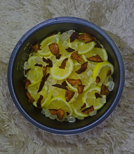 Sun-dried tangerine peels and lemons help rid swelling and reduce excessive body heat and toxins.