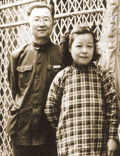 Chinese artist and caligrapher Qi Gong with his wife Baochen.