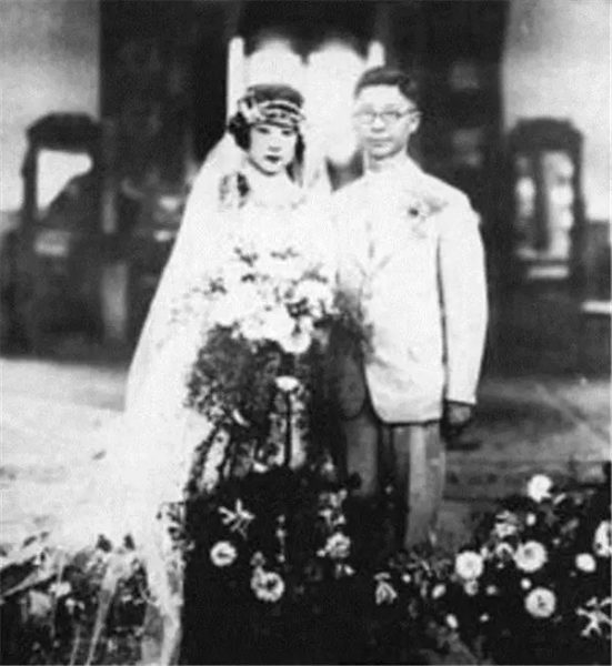 Wedding photo of artist Qi Gong and his wife Baochen.